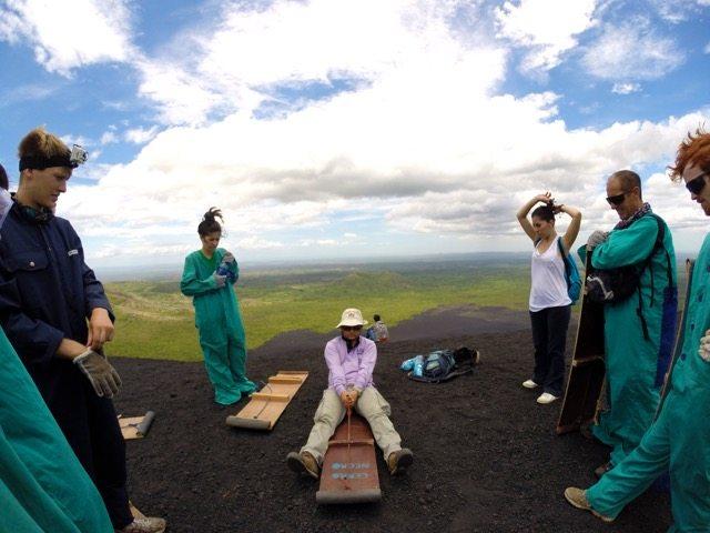 Skibunda no vulcão Cerro Negro na Nicarágua