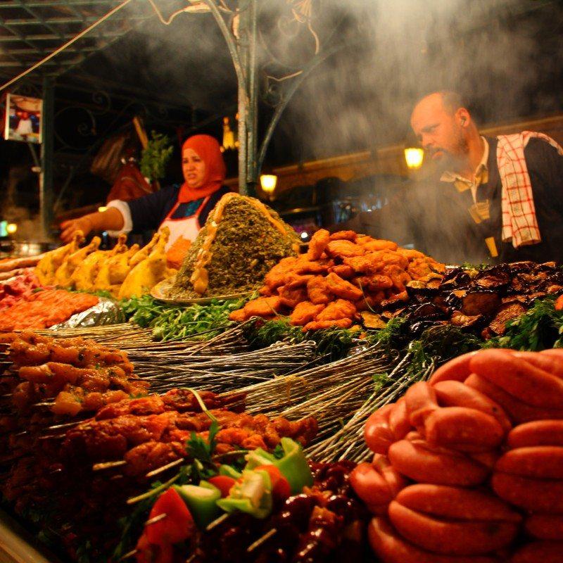 Uma das dezenas de barracas noturnas de comida na praça Jemaa el Fna