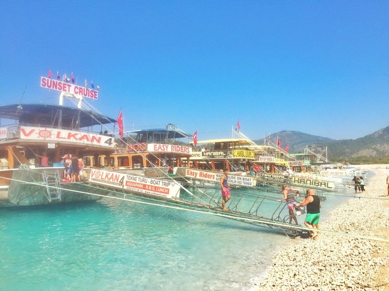 barco-praia-Oludeniz