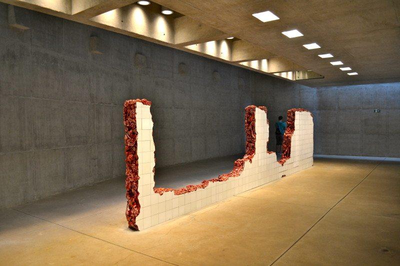 Escultura da artista Adriana Varejão