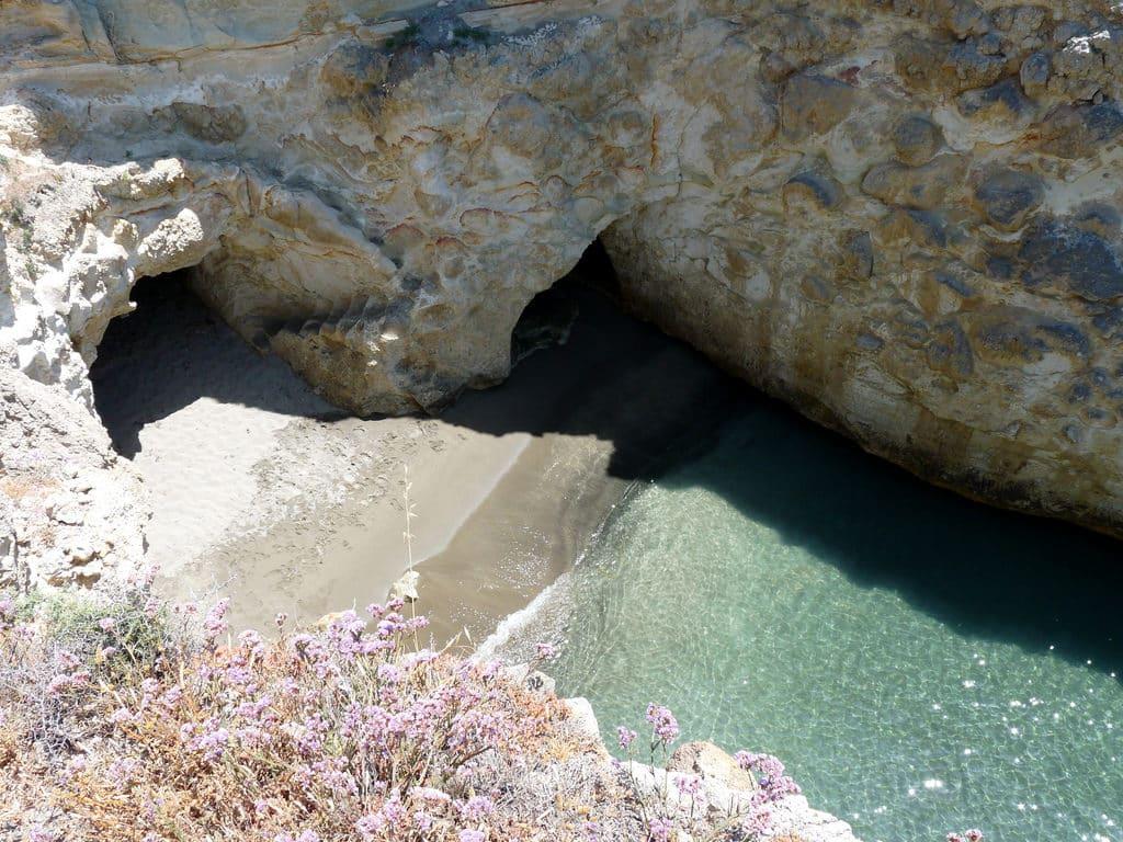 praia de papafragas em milos - ilhas gregas