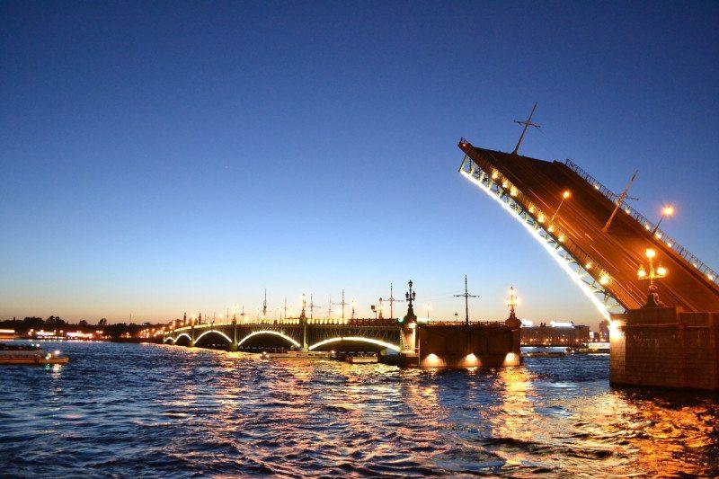 Abertura das pontes do Rio Neva