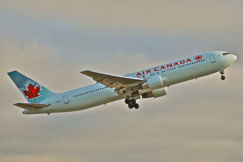 Como é voar na Air Canada