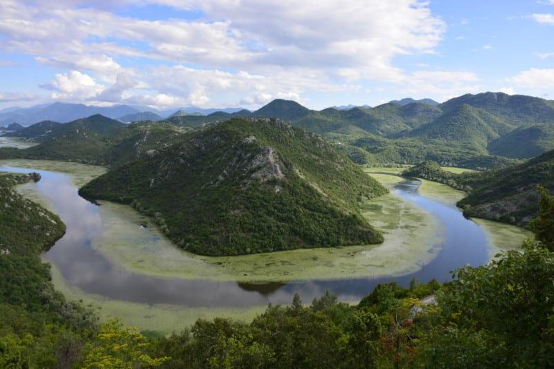 Rio Crnojevica, que leva ao Lago Skadar.