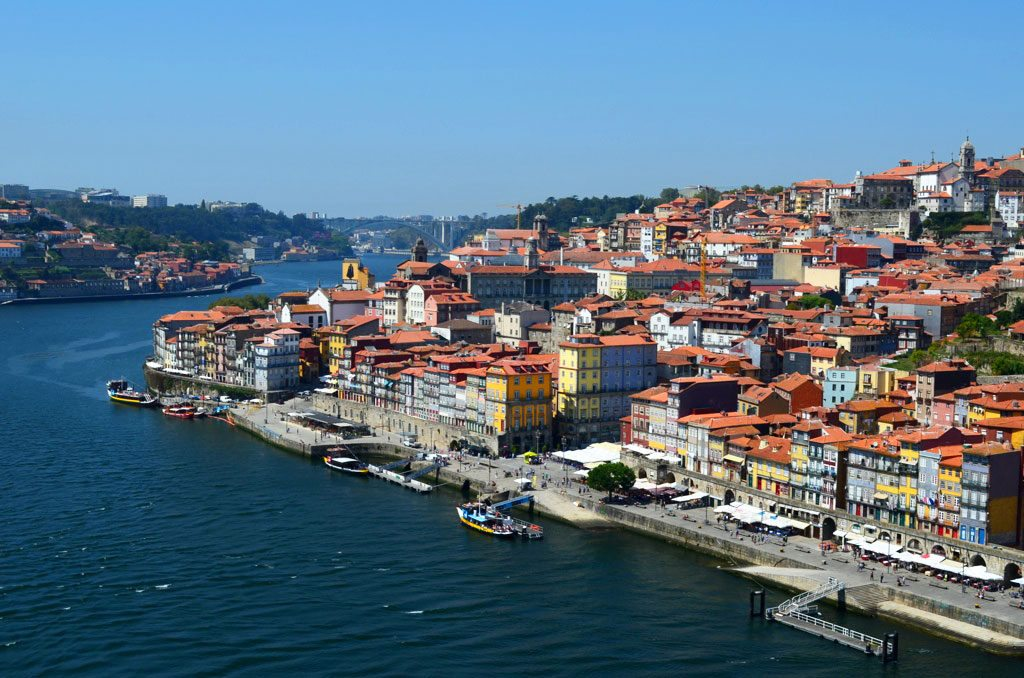Vista do centro antigo da cidade de Porto, para incluir no roteiro Portugal.