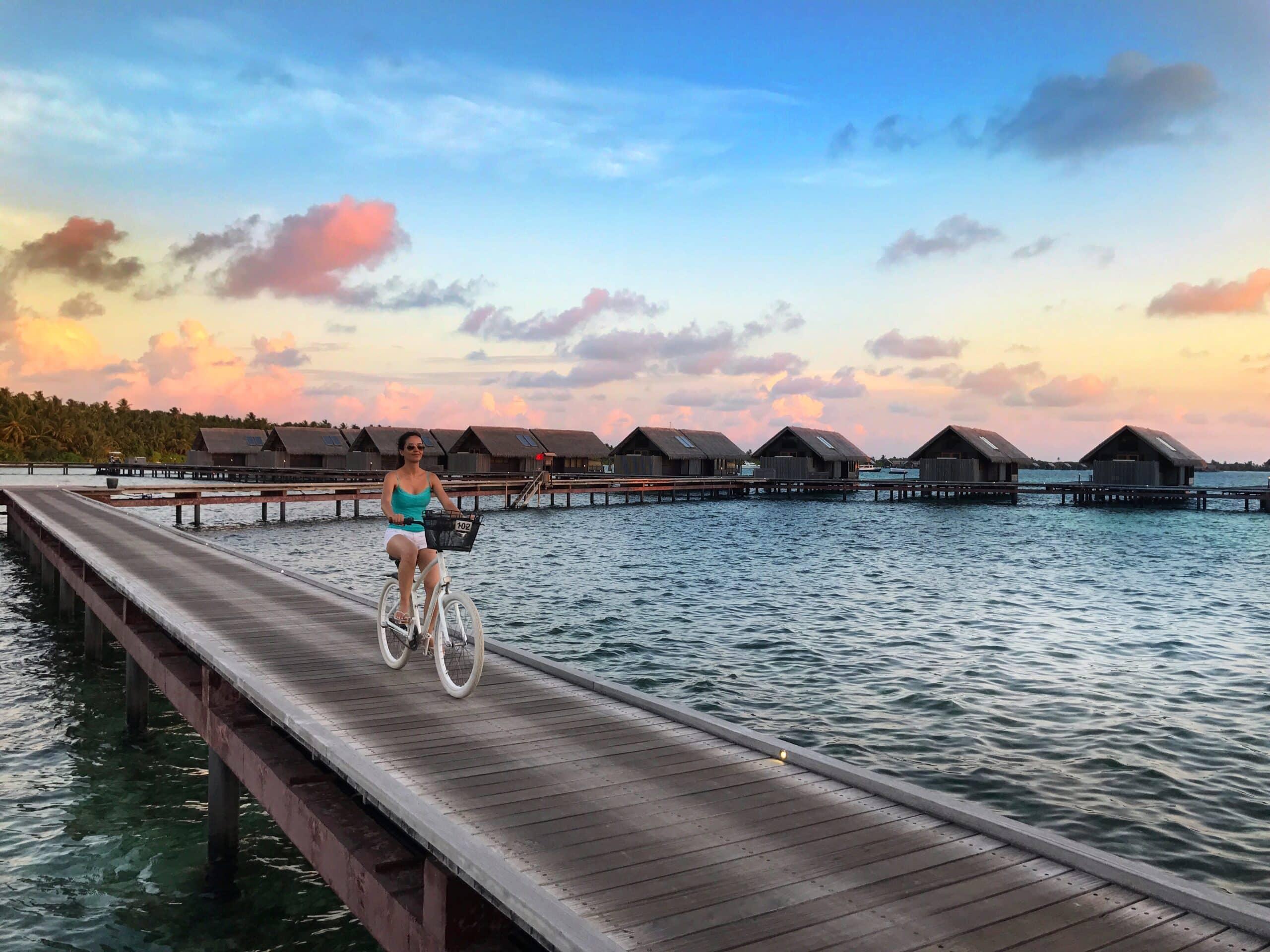 Andar de bicicleta no Shangri-La Maldivas
