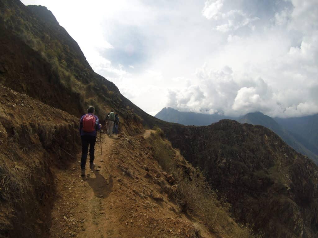 Trilha para as ruinas de Choquiquerao