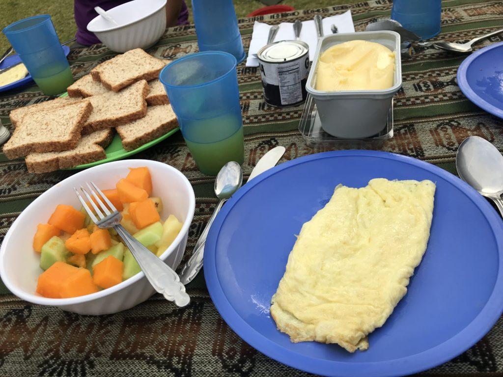 café da manhã reforçado antes da trilha