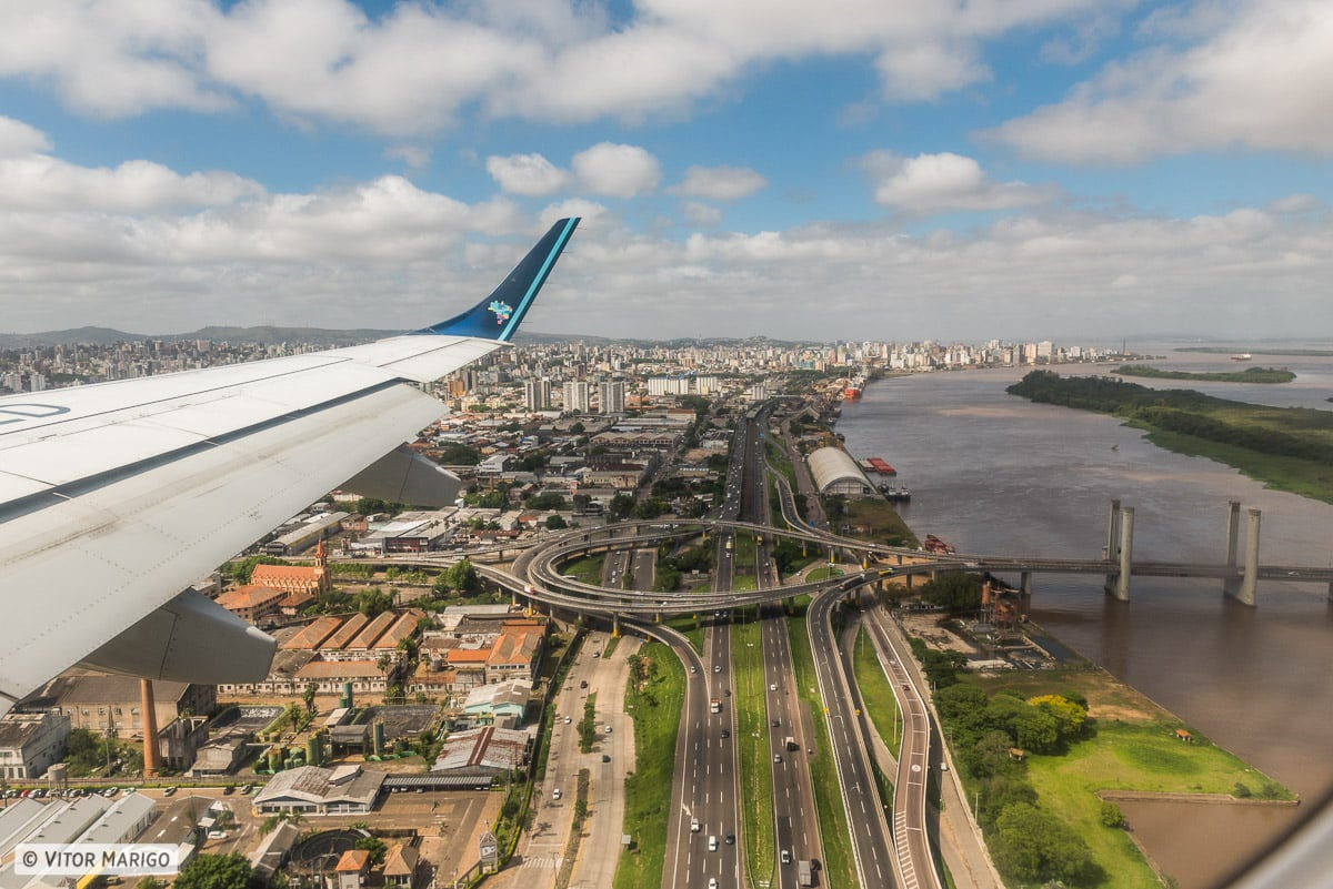 voo por cima da cidade de porto alegre no rio grande do sul