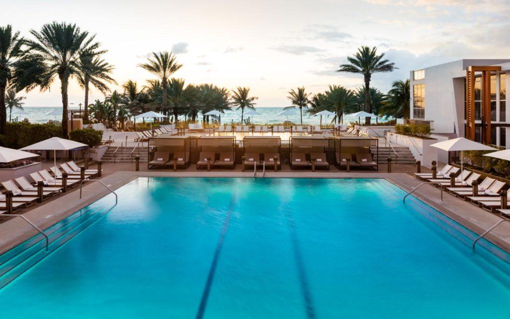 Piscina do Eden Roc em Miami Beach - uma ótima opção onde ficar em Miami