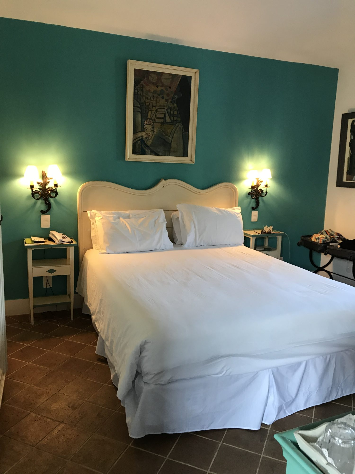 A cama deliciosa da suíte no Hotel Vila da Santa em Buzios