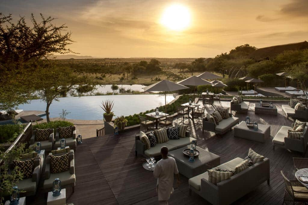Por do Sol no Maji Bar Four Seasons Serengeti