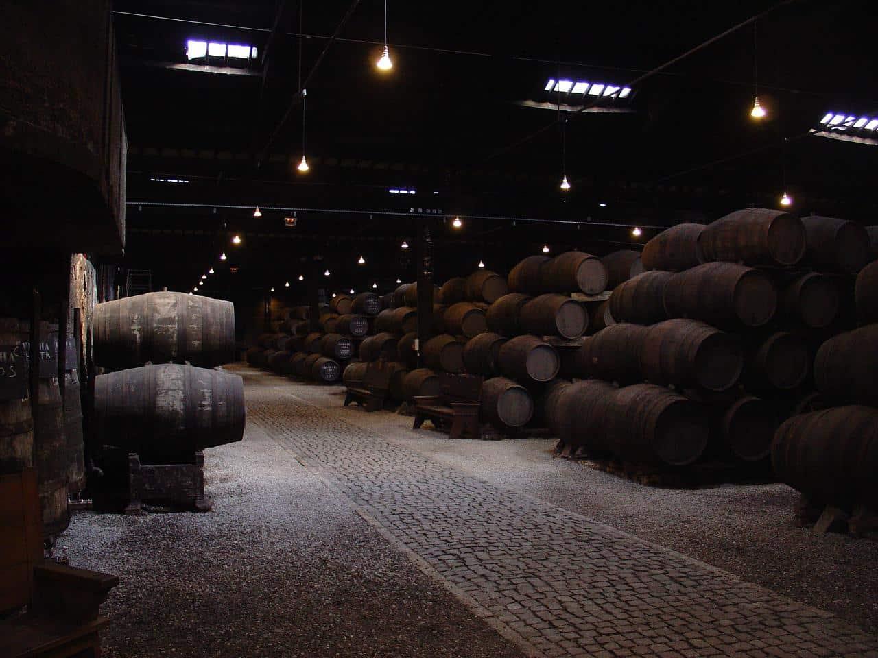 Caves de vinho na cidade de porto