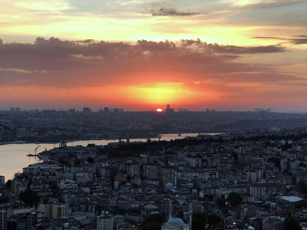 Pôr do sol em Istambul na Turquia