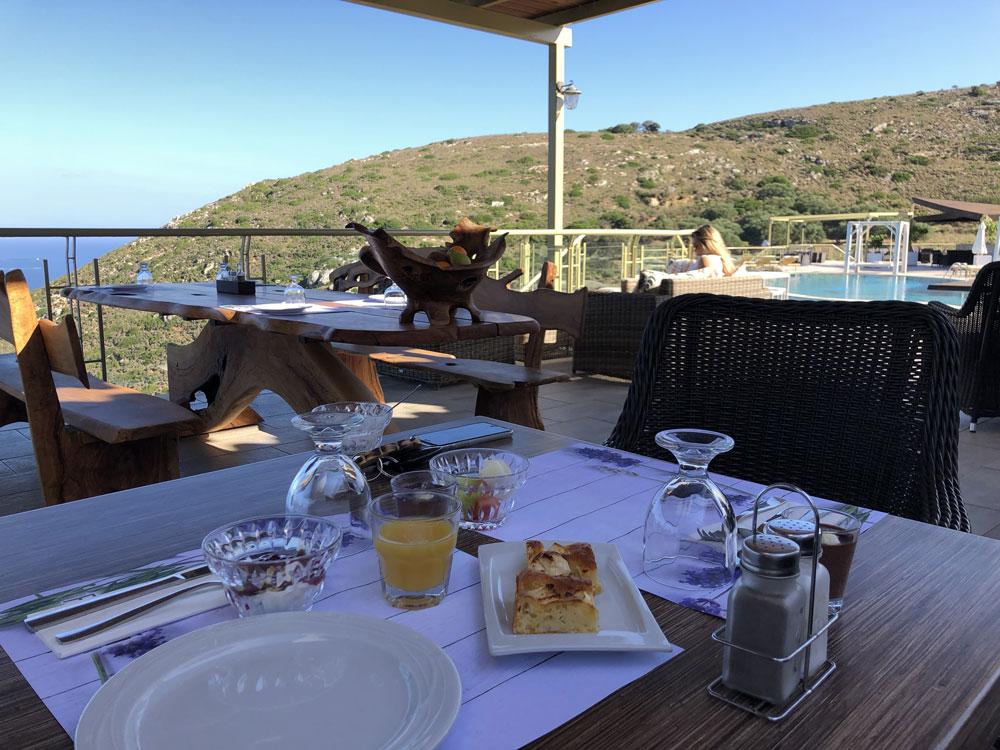 Café-da-manha no Petani Bay Hotel