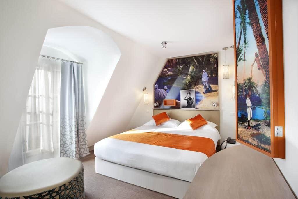 O hôtel Mayet tem acomodações ótimas com excelente custo-benefício para casais, famílias e até grupos de amigos - é só clicar na foto para saber mais.