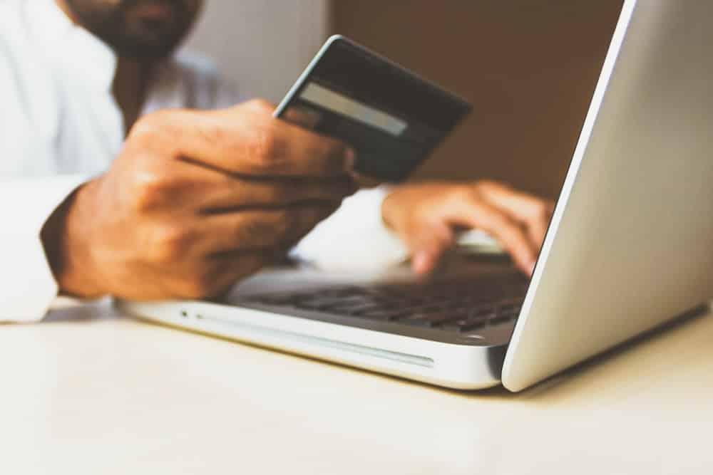 Seguro viagem cartão de crédito - Vale a pena usar?