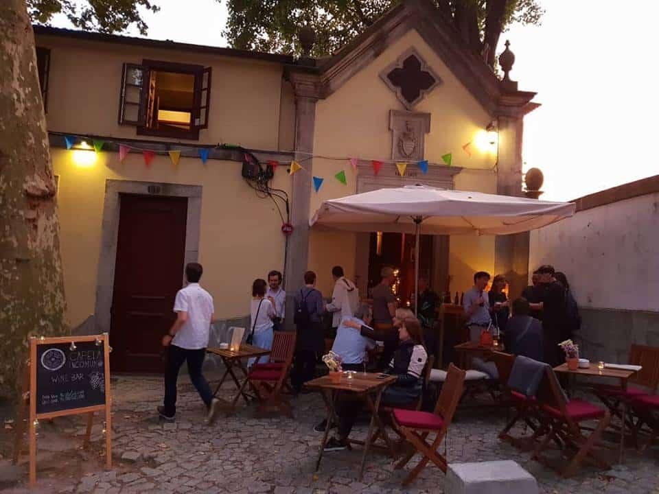 Capela Incomum Wine Bar em Porto, Portugal