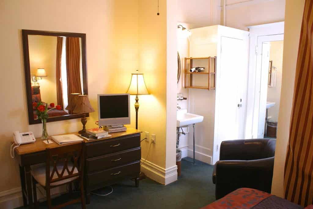Parte do quarto do Hotel Andrews