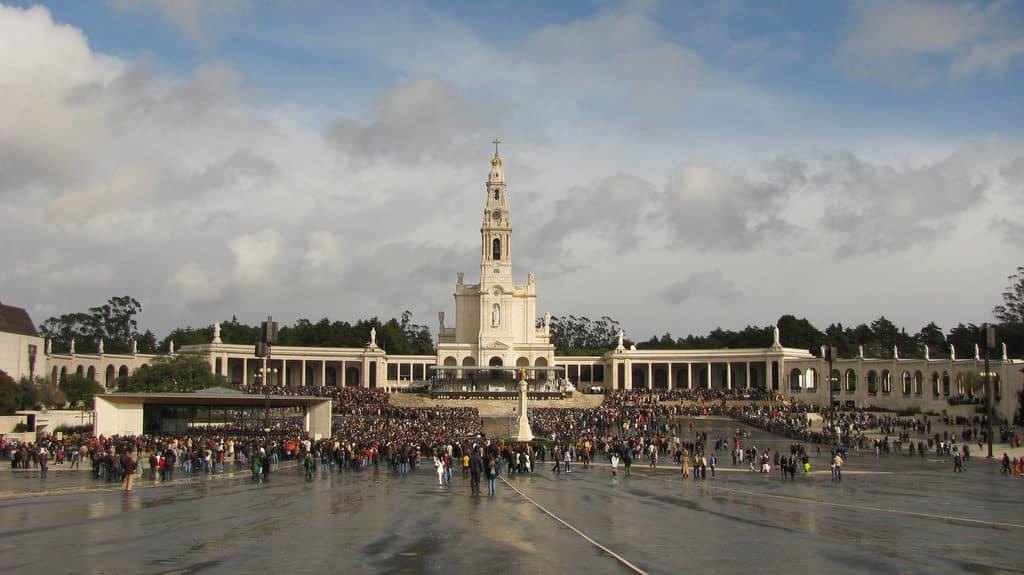 O Santuário de Fátima, em Portugal, uma sugestão para o roteiro Portugal. Foto de CuchoGOL via Flickr