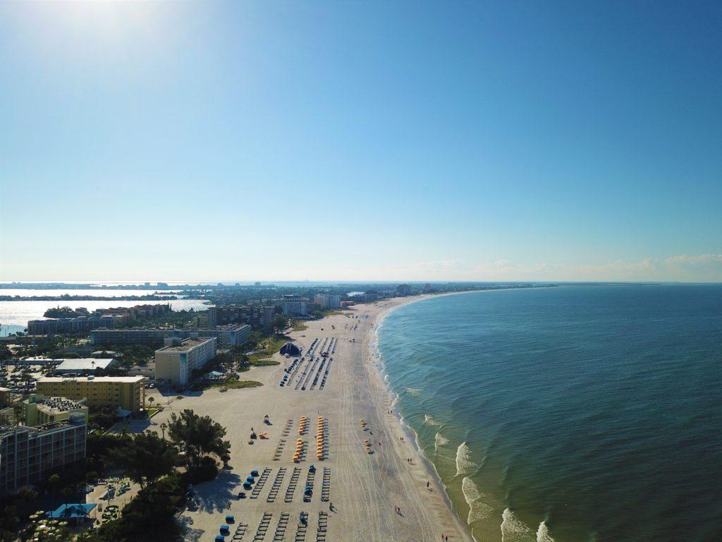 Praia de St. Pete vista de cima - bem em frente ao nosso hotel Postcard Inn
