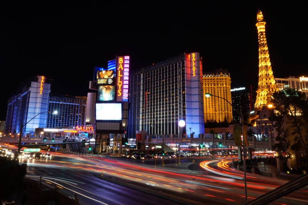 A Strip em Las Vegas, a principal avenida da cidade onde tudo acontece