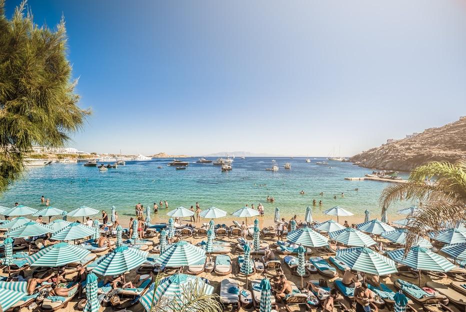 O Nammos - um dos beach clubs badalados em Mikonos - Foto: @nammosmykonos via Instagram