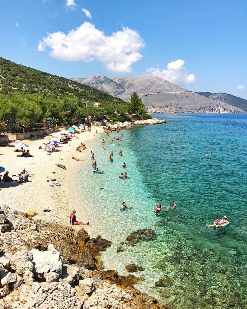 Grecia Turismo: Dirigindo por Kefalonia, a cada curva uma praia assim... 💚 Grécia!  Foto: Flávio Antunes