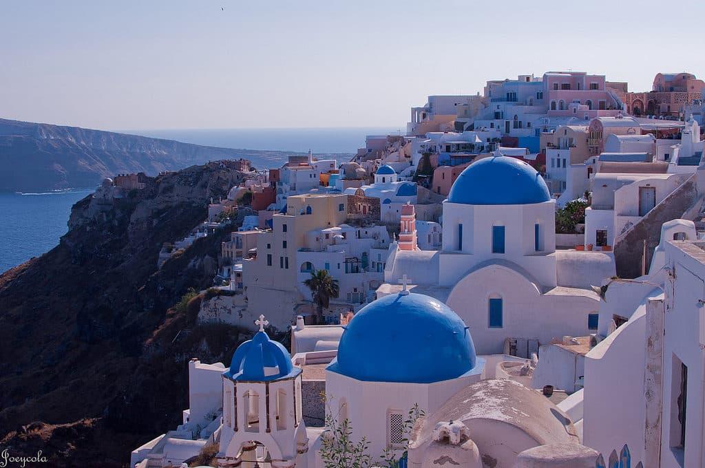 foto da ilha de Santorini mostrando as casas azuis e brancas | Dicas de Viagem