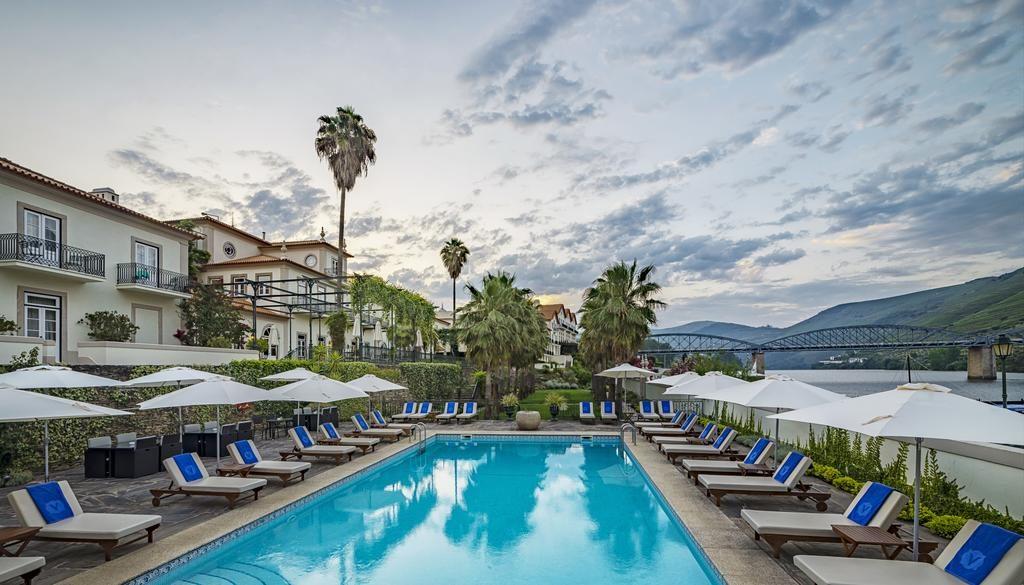 O luxuoso e histórico The Vintage Hotel, nas margens do Douro, uma opção de estadia em um roteiro Portugal.