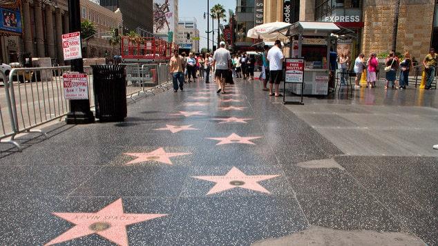 Detalhe das estrelas na Calçada da Fama em Los Angeles
