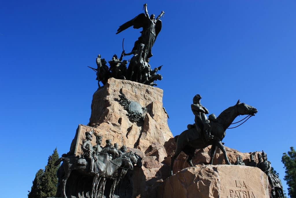 Imagem do monumento Ejército de los Andes no Cerro de la Glória. Foto de MissyJo77 via Flickr.