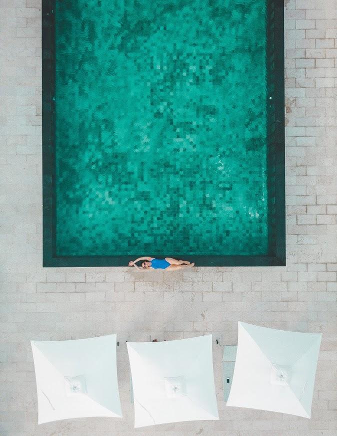 Foto vista de cima da piscina pequena