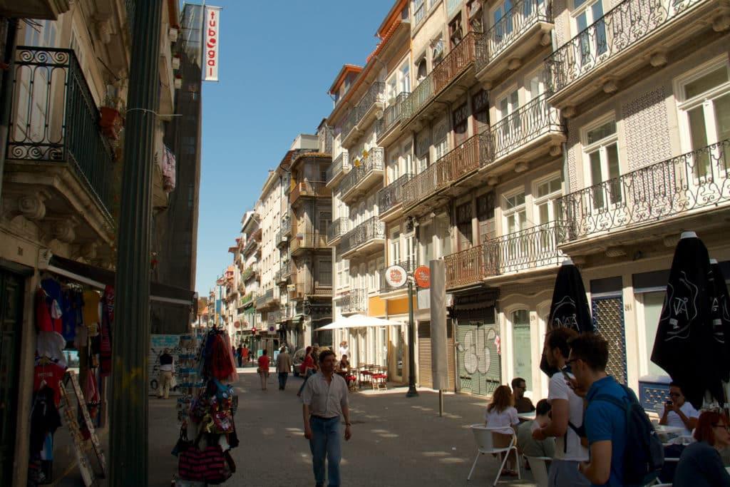 Rua das Flores em Porto - Foto: Ronnie Macdonald via Flickr