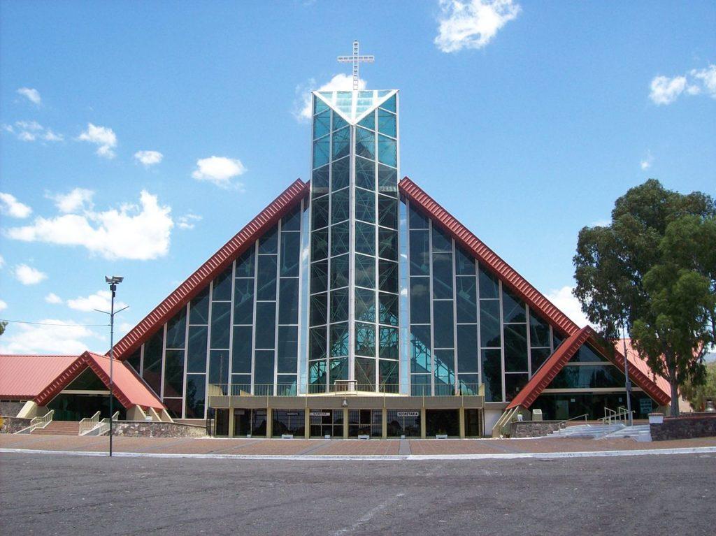 Fachada do Santuario de la Virgen de Lourdes.