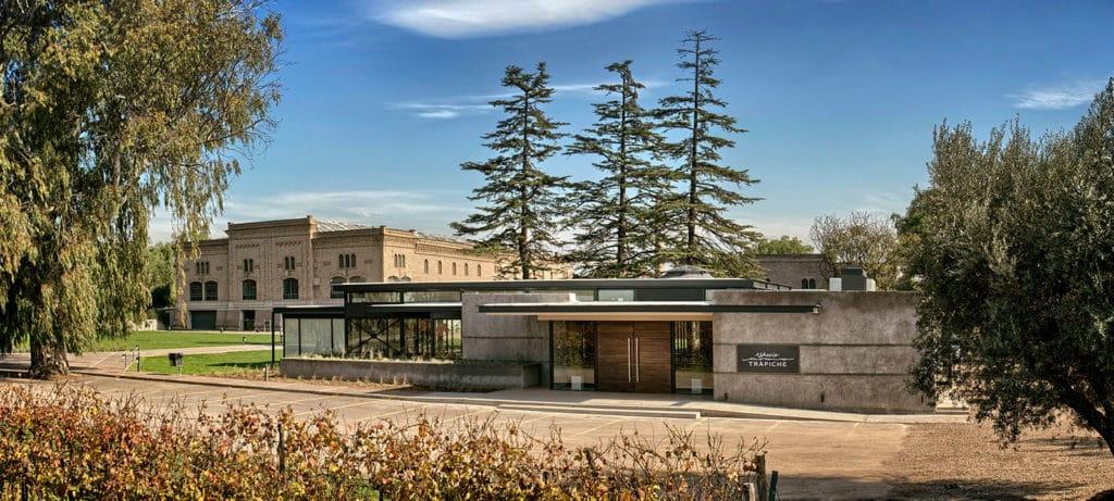 Vista da bodega (vinícola) Trapiche. Foto do site oficial (trapiche.com.ar).