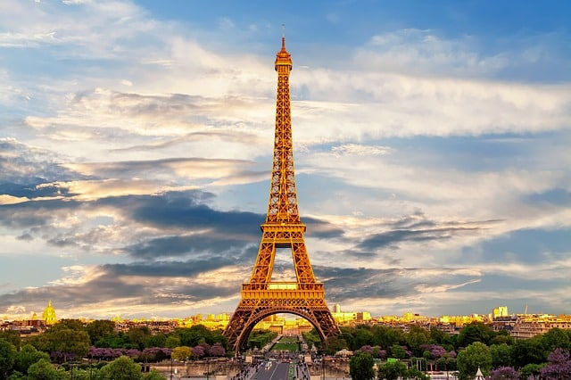 torre eiffel em paris - como contratar seguro viagem do Tratado de Schengen