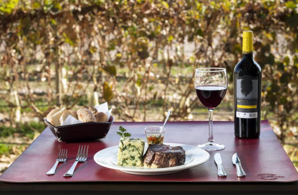 vinhos e petiscos no Villa Mansa