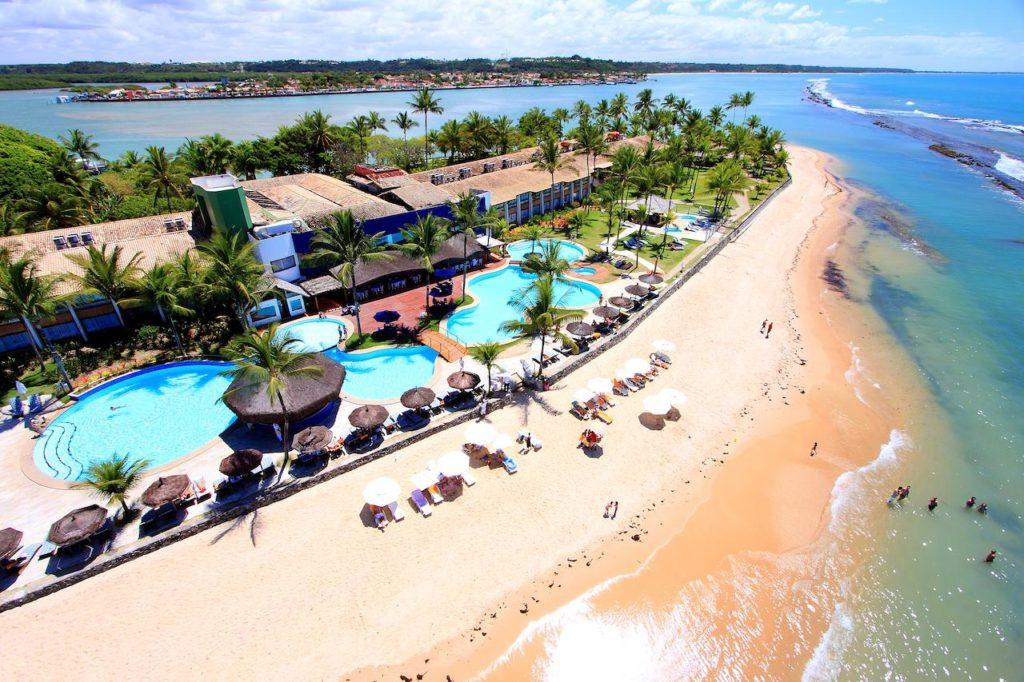 O Arraial D'ajuda Eco Resort onde também acontece uma festa de Réveillon pé na areia.