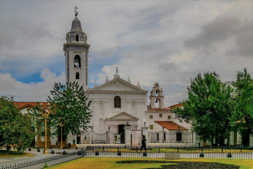 Recoleta Buenos Aires - A Basílica Nossa Senhora de Pilar