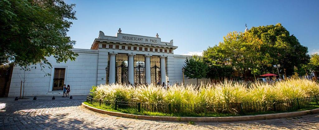 Portão de entrada do Cemitério da Recoleta em Buenos Aires
