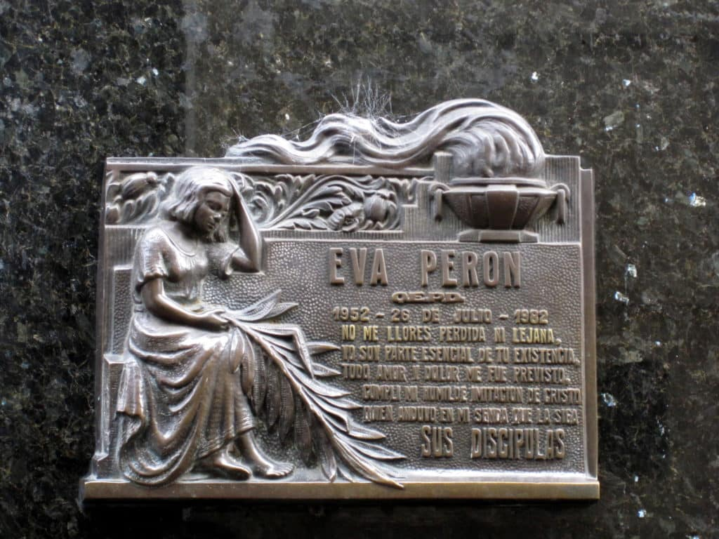 Placa do tumulo da Evita Peron