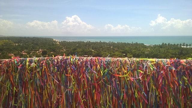 A vista do Mirante enfeitado pelas fitinhas do Senhor do Bonfim - Foto:  Pingo_