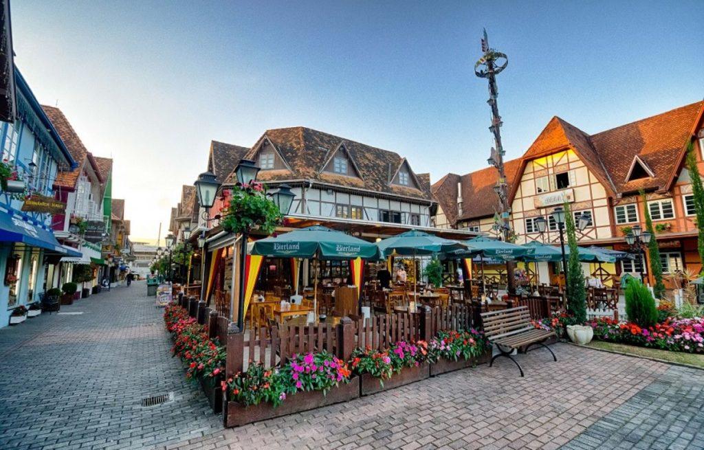 Vista da Vila Germânica e suas casinhas ao estilo enxaimel. Foto de Daniel Zimmermann via site Turismo Blumenau.