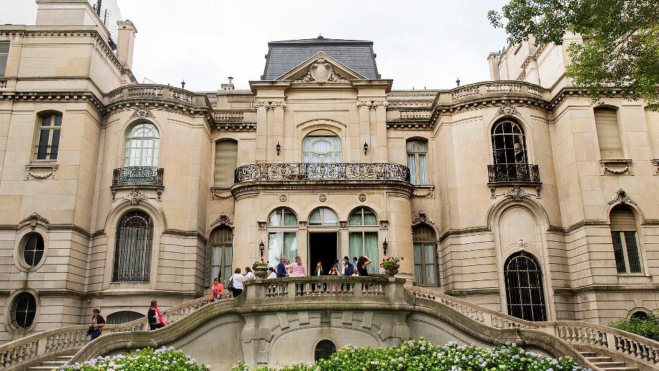 O  Palácio Pereda onde atualmente é a Embaixada Brasileira na Argentina na Recoleta