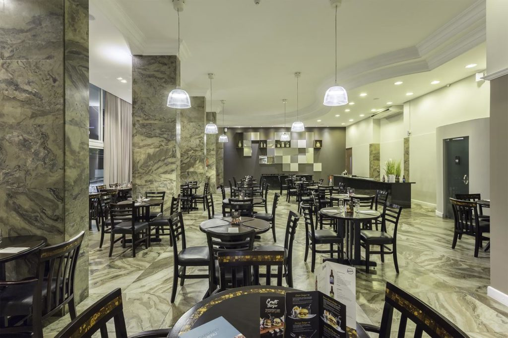 Restaurante do Slavieiro Essencial Hotel. Foto de booking.com