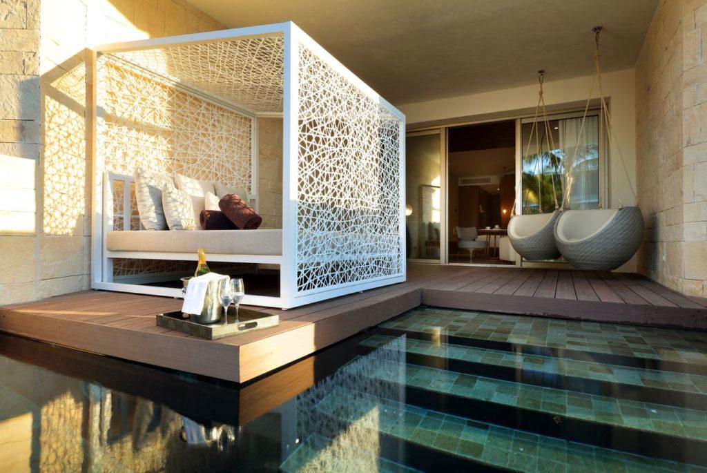 Quarto do TRS Coral, alguns quartos com sacada direto na piscina - Lua de Mel em Cancun