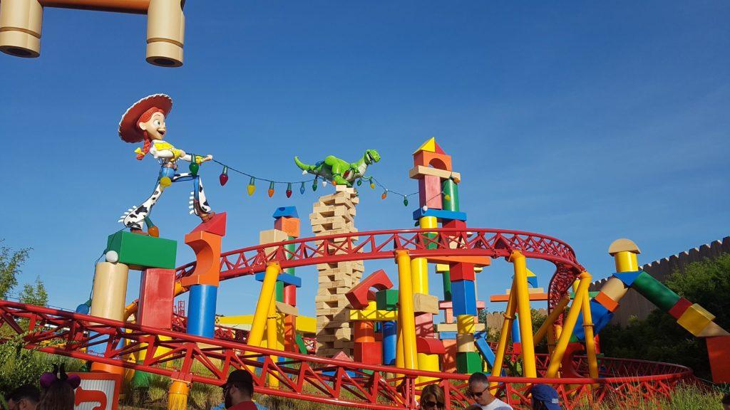 Imagem de brinquedo da Toy Story Land, área nova de um dos parques da Disney. Foto da autora do post.