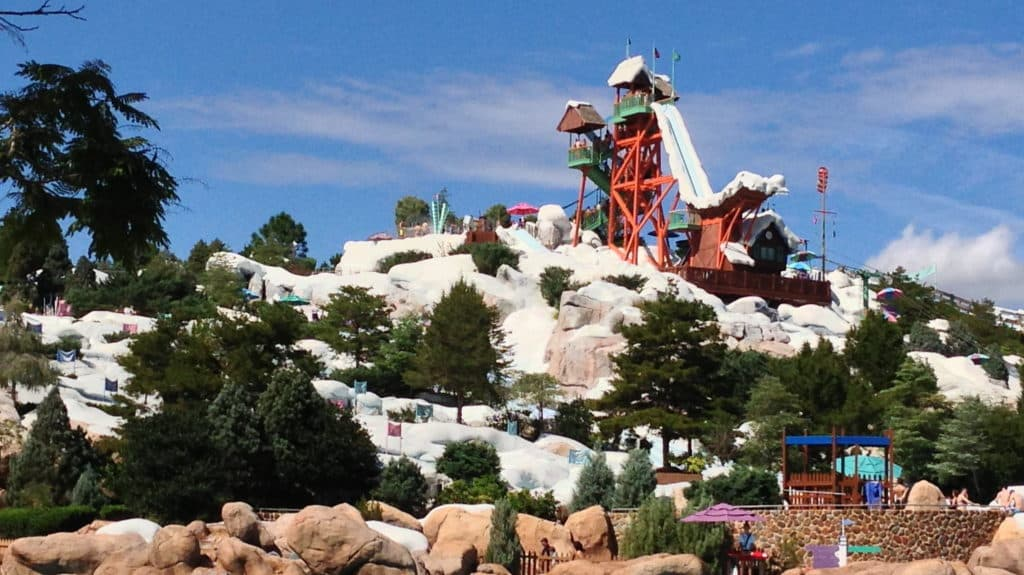 Vista de tobogã do Blizzard Beach, um dos parques Disney. Foto de Jeff Keys via Flickr.