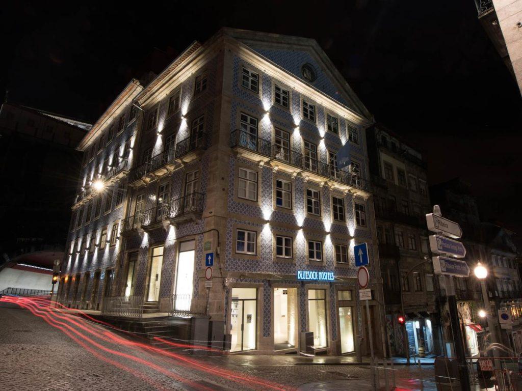 Onde ficar em Porto - Faixada do Bluesock Hostels Porto